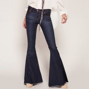 🎀 Free People • Super Flare Jeans